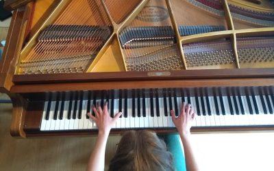 Yogales met live pianomuziek